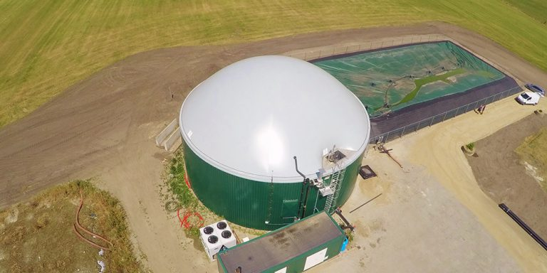 If you are looking for a different silo roof from Flexxolutions, click here for more information about the Flexxodomer. This double membrane roof, which can be seen from the air here, is extremely suitable as a cover for silos where biogas is stored or where sustainable energy is generated.