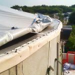 Een scherpe betonrand van een silo heeft de neiging in het gespannen folie te snijden. Flexxolutions zorgt dat dit niet kan gebeuren en dus voor een betere kwaliteit.